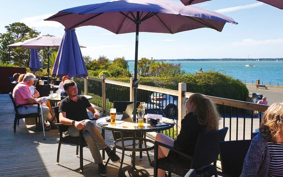 best-seaside-restaurants-holmwood-hotel-terrace-cowes