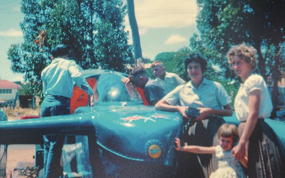 bluebird-k7-waterspeed-record-1964-lake-dumbleyung-arrival-credit-mccormack-family-albums