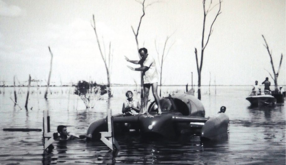 bluebird-k7-waterspeed-record-1964-lake-dumbleyung-donald-campbell-hero-credit-mccormack-family-albums