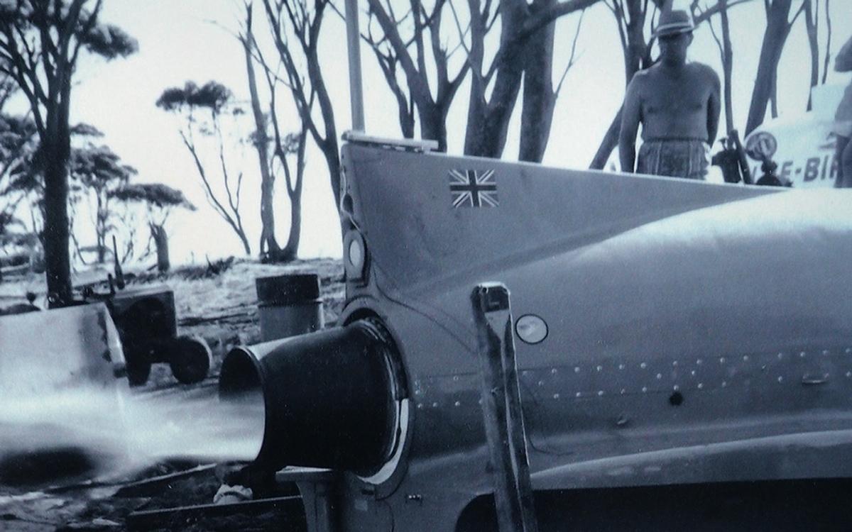 bluebird-k7-waterspeed-record-1964-lake-dumbleyung-engine-test-credit-mccormack-family-albums