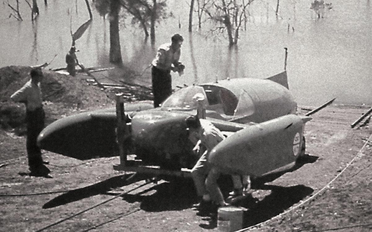bluebird-k7-waterspeed-record-1964-lake-dumbleyung-launch0credit-mccormack-family-albums