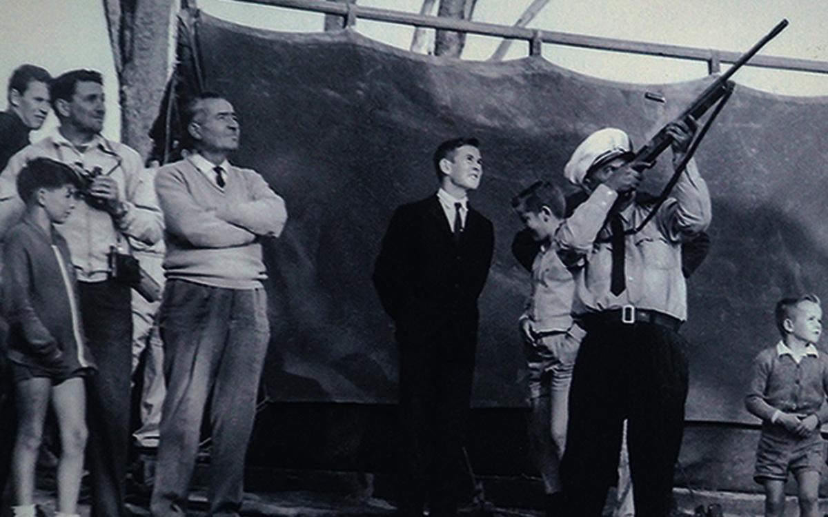 bluebird-k7-waterspeed-record-1964-lake-dumbleyung-scaring-ducks-credit-mccormack-family-albums