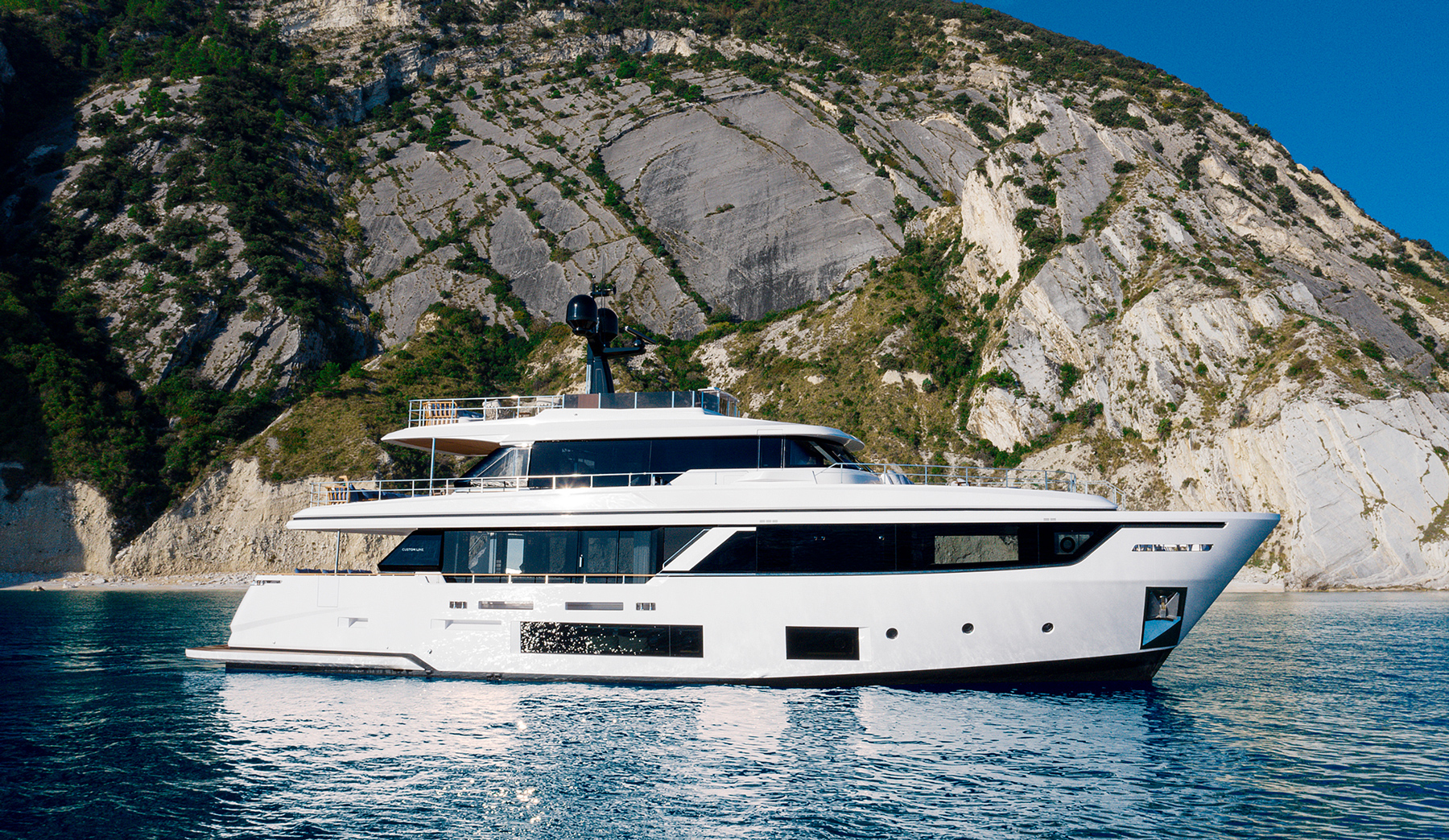 Custom Line Navetta 30 first look: Timeless style puts emphasis back on boating