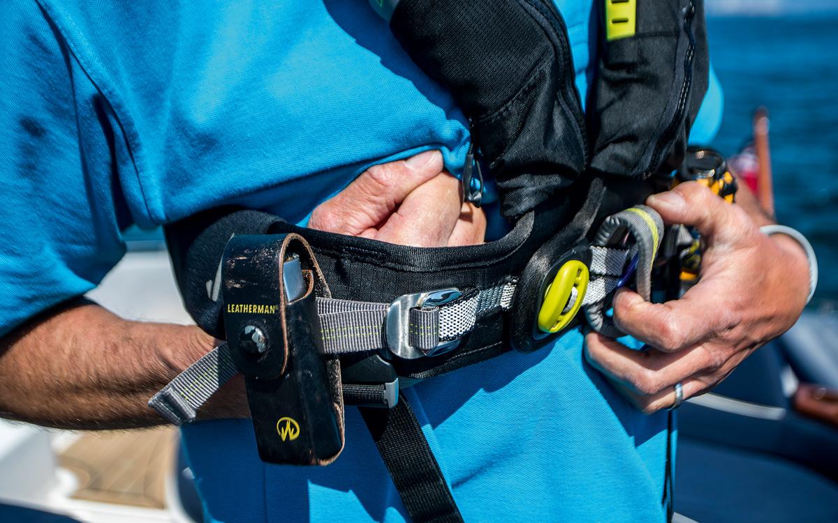 wear-lifejacket-adjust-fit