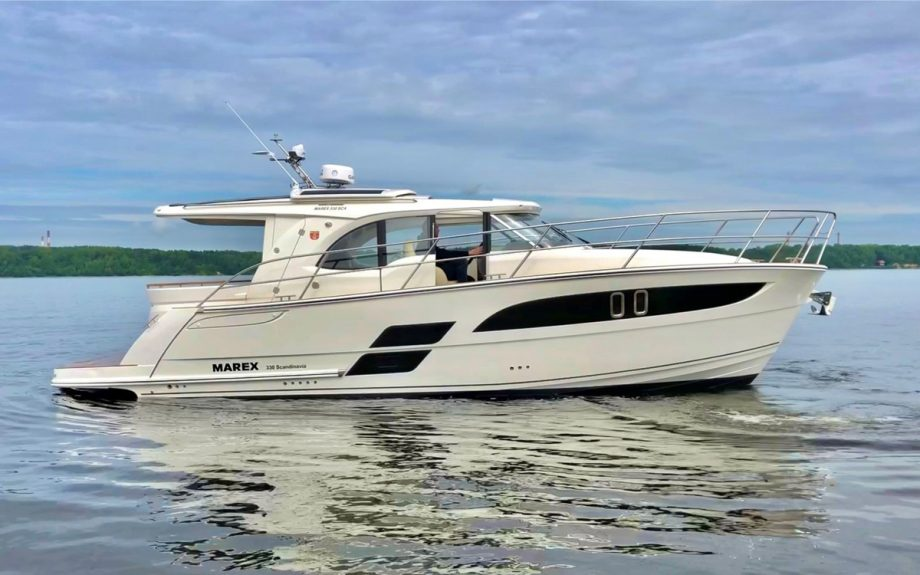 Marex-330-Scandinavia-exterior-cannes-yachting-festival-2021