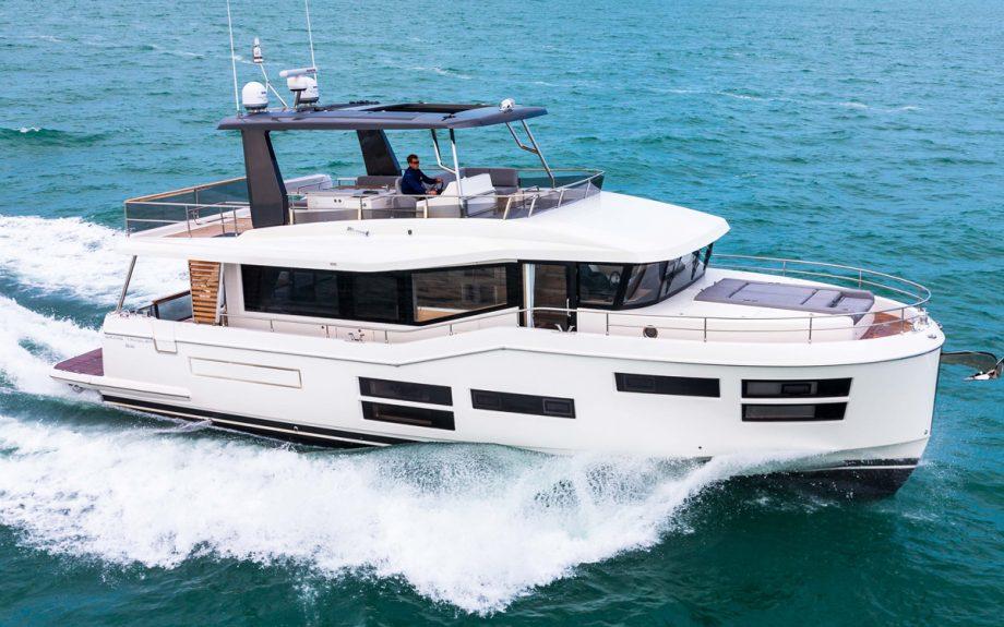 beneteau-grand-trawler-62-cannes-yachting-festival-2021-running-shot