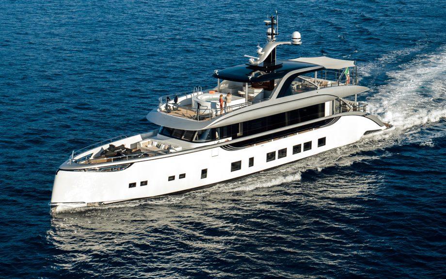 dynamiq-gtt115-yacht-tour-aquaholic-credit-blueiprod