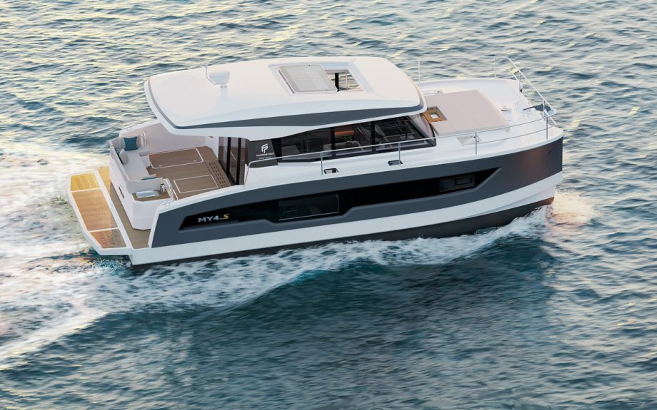 fountaine-pajot-my4s-running-shot-cannes-yachting-festival-2021