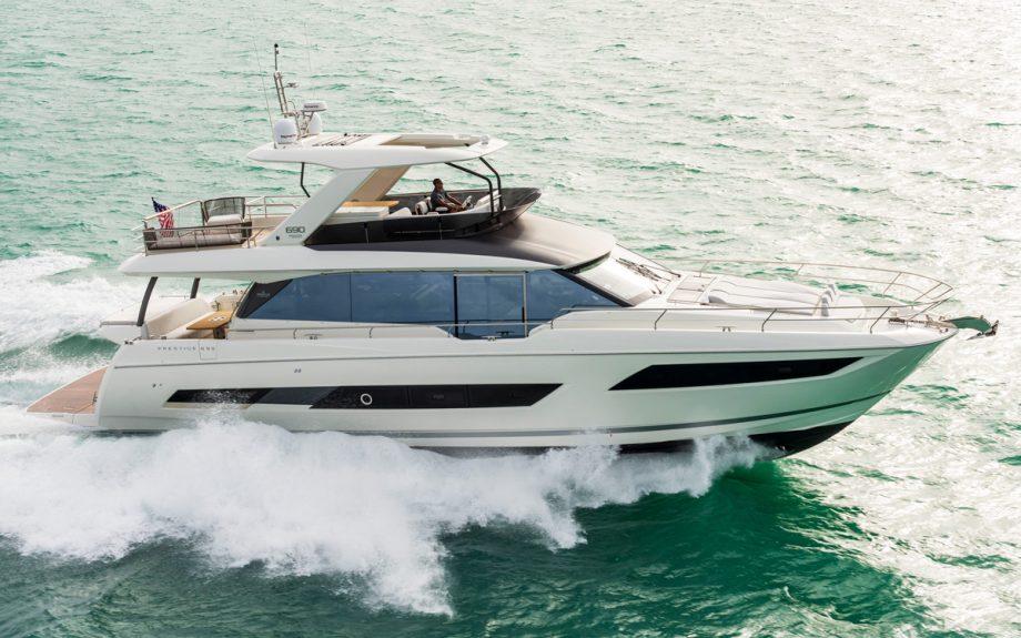 prestige-690-running-shot-cannes-yachting-festival-2021