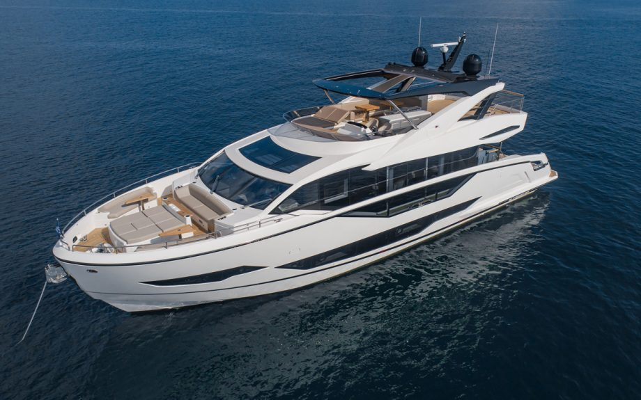 sunseeker-ocean-90-anchored-cannes-yachting-festival-2021