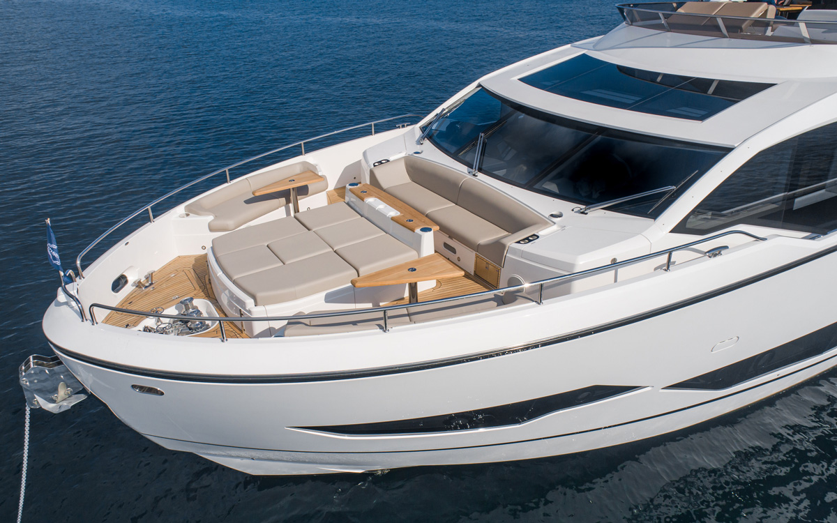 sunseeker-ocean-90-foredeck-cannes-yachting-festival-2021