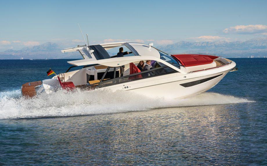bavaria-vida-33-exterior-southampton-boat-show-2021