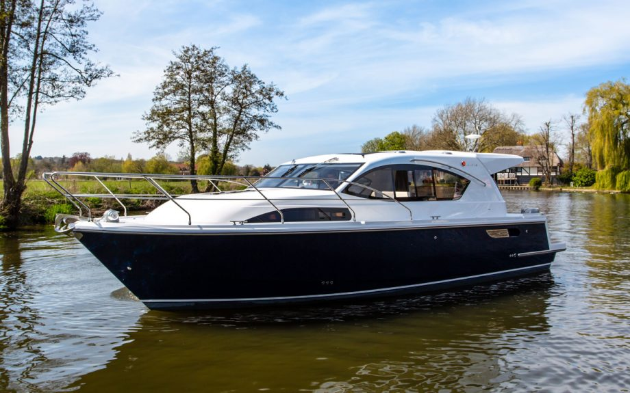 haines-36-sedan-exterior-southampton-boat-show-2021
