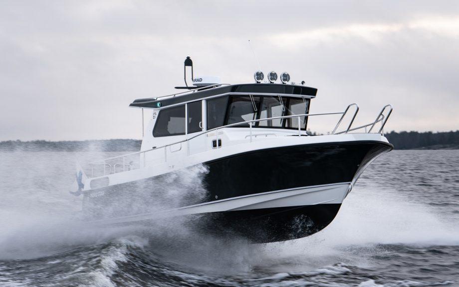 nordstar-28+-bow-running-shot-southampton-boat-show-2021