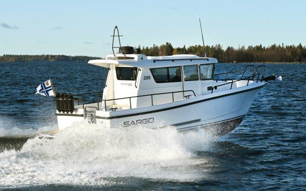 sargo-28-explorer-aft-running-shot-southampton-boat-show-2021