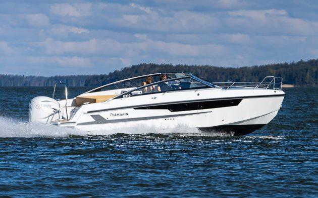 Yamarin-88dc-running-shot-southampton-boat-show-2021