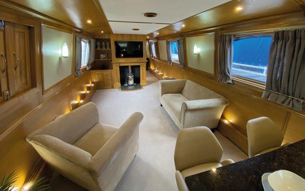 best-liveaboard-boats-aqualine-canterbury-62-saloon