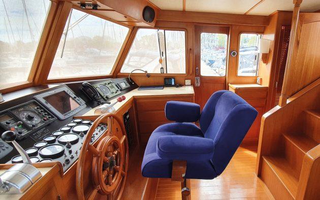 best-liveaboard-boats-fleming-53-helm