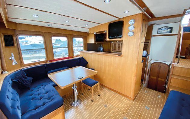 best-liveaboard-boats-nordhavn-46-saloon