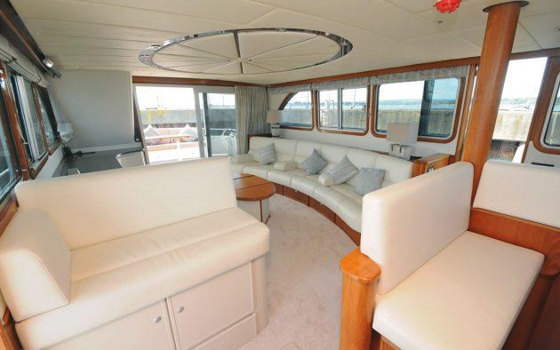 best-liveaboard-boats-triqual-65-saloon