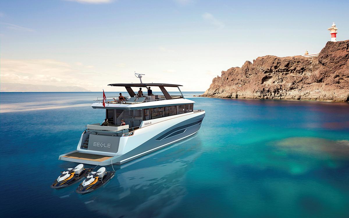 Eegle-electric-trawler-yacht-anchored