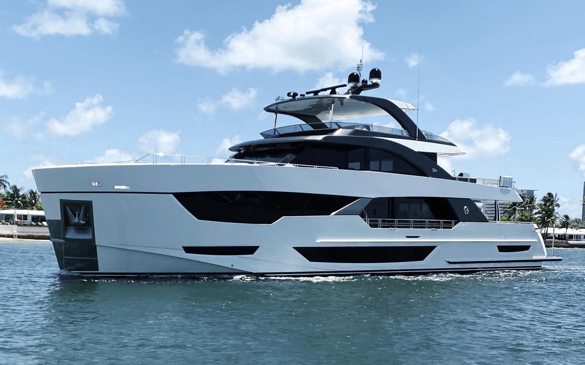 ocean-alexander-35r-first-look-fort-lauderdale-boat-show-2021