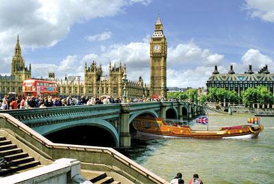 Jubilee flotilla at Westminster Bridge