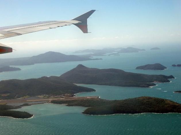 hamilton island plane aeroplane