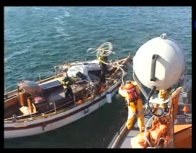 Castletownbere RNLI assists Navy in yacht rescue
