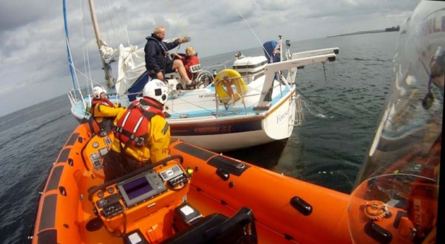 Cullercoats Lifeboat alongside yacht