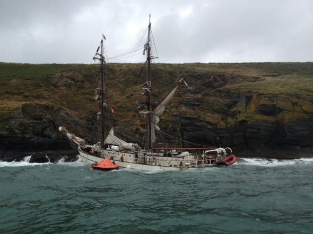 Sinking tall ship Astrid_credit RNLI