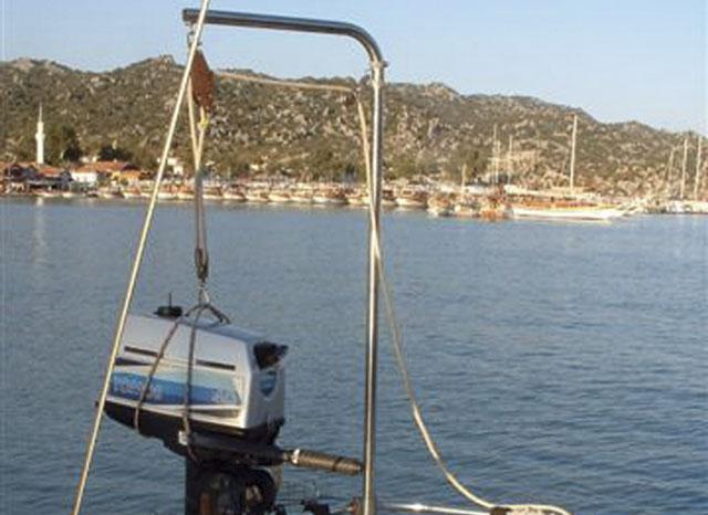Make An Outboard Motor Hoist Practical Boat Owner