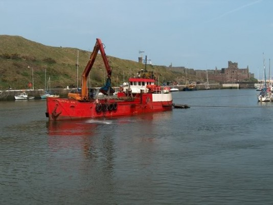 Peel Harbour dredging. Credit: drewstwos ybw.com forum user