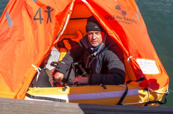 Wayne Ingram begins his liferaft challenge at Portland Marina