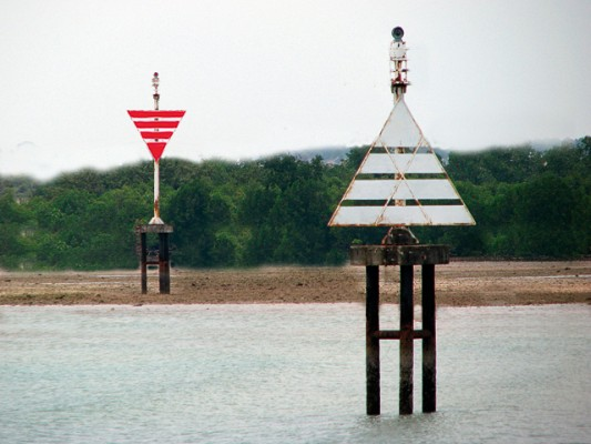 Line up leading marks to enter a harbour