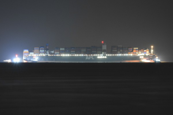 APL Vanda aground in the Solent on Bramble Bank. Credit Shane Thornton @iowimages