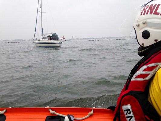 Yacht rescued after running aground on Bognor Rocks. Credit: Littlehampton RNLI/Rob Devo