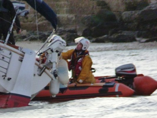 Bembridge RNLI assist the family on board the yacht Go Crazy. Credit: RNLI/Bembridge