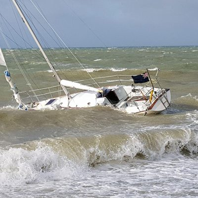 Yacht aground near Bognor Regis. Credit: UK Coastguard