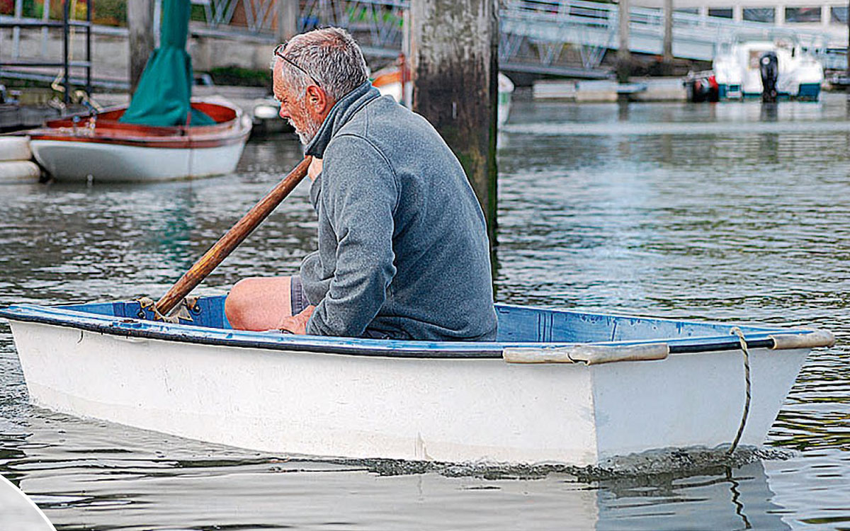 Sculling – a useful skill for any dinghy owner using just one oar over the stern - Practical Boat Owner