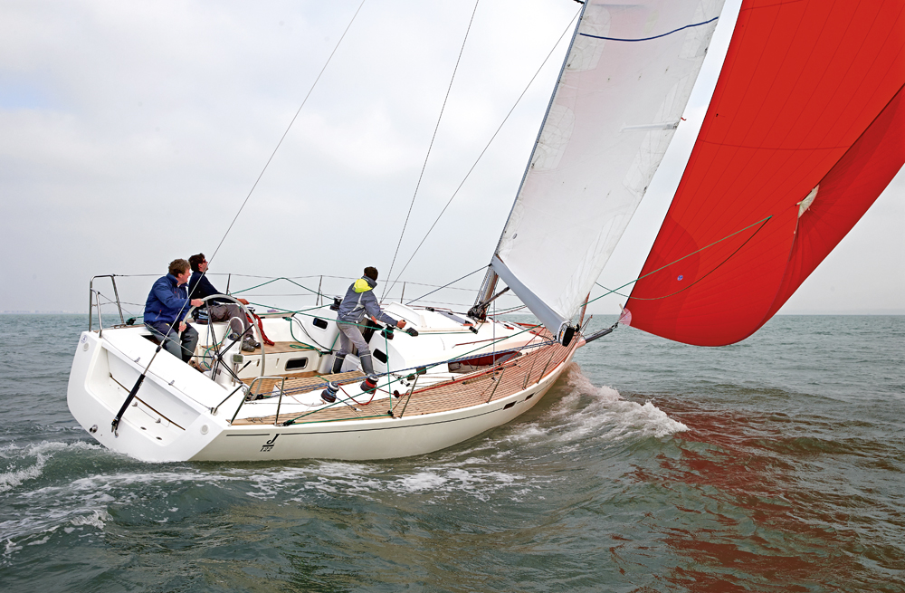 122E — Yachting Monthly review