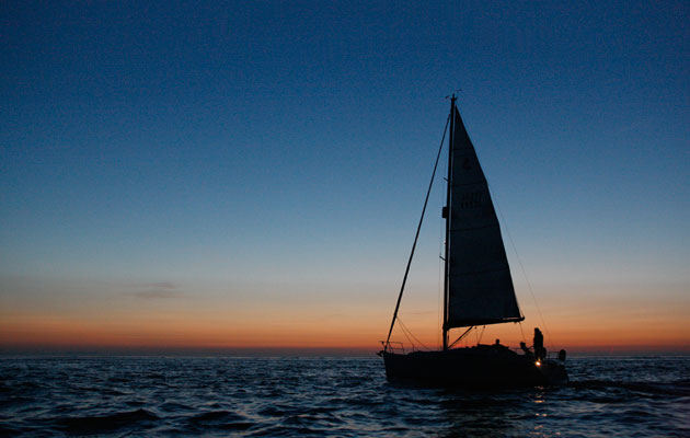 How to tackle a night passage short-handed