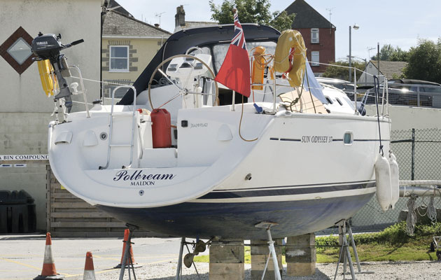 sailing keel aground