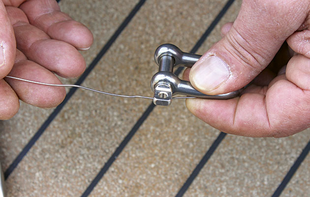 Three methods for seizing shackles - power-boating