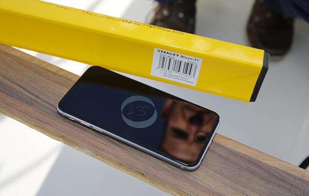 Un iPhone utilisé sur un bateau pour mesurer le talon