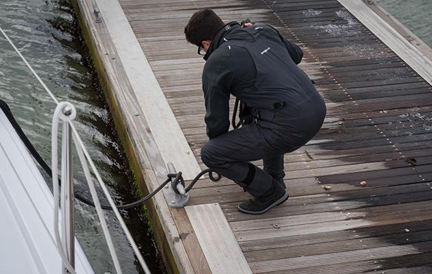 Amarrage d'un Nautitech 40 Open sur la rivière Hamble