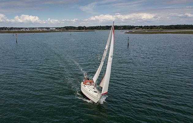 Singlehanded sailing on Sadler 29