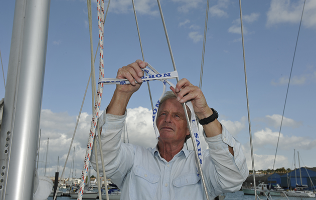 Frapping halyards on a yacht