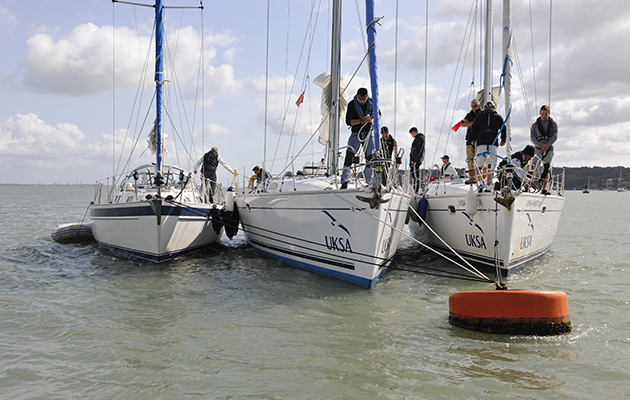 Mooring a yacht to a buoy