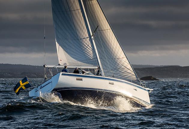 Hallberg Rassy 40C sailing through the waves